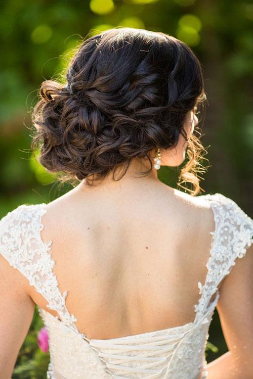 Tóc búi là một kiểu tóc đẹp cho cô dâu được lựa chọn nhiều nhất