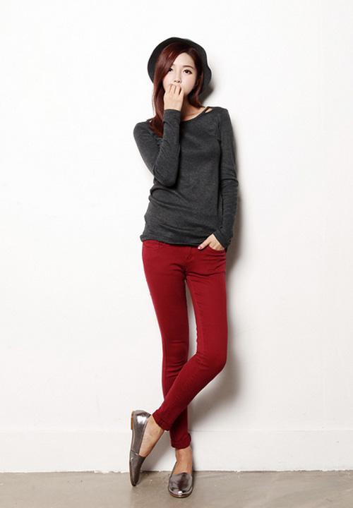 Bạn gái có thể chọn quần skinny sáng màu trẻ trung để mặc đẹp mỗi ngày