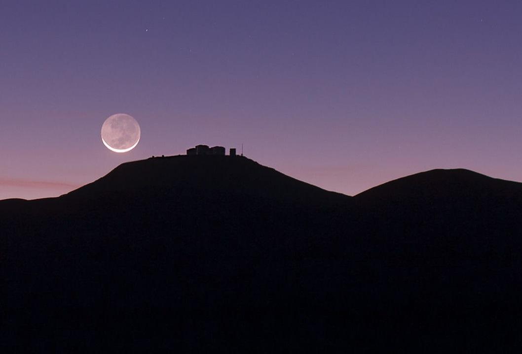 Phần còn lại của Mặt Trăng có ánh sáng mờ nhờ hiện tượng