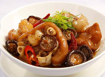 Thịt kho nấm là một món kho mùa đông đơn giản mà vẫn đậm đà ngon thơm