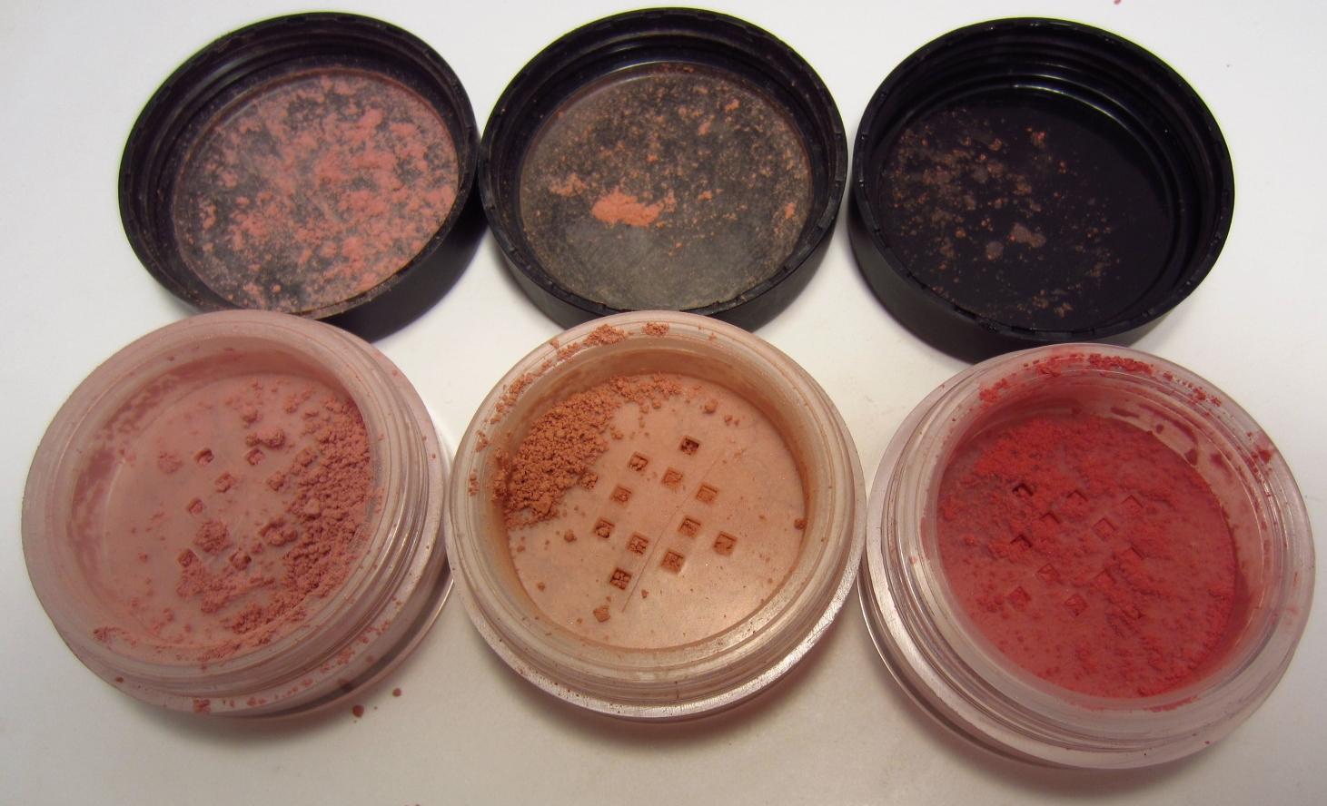 Phấn má hồng Mineral Blush của E.L.F. là mỹ phẩm giá tốt giúp người dùng tạo nên gương mặt rạng rỡ, tươi sáng, tươi sáng và bền màu