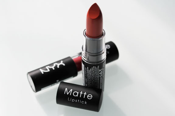 Là mẫu son hàng hiệu nhưng NYX matte in Perfect Red cũng nằm trong top mỹ phẩm giá rẻ
