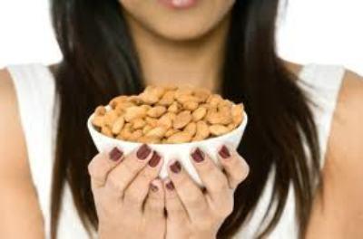 Với thông tin này, những người yêu thích hạnh nhân nên cẩn trọng khi lựa chọn mua loại đồ ăn này