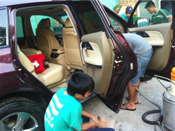 kiểm tra ngoại thất xe ô tô cũ