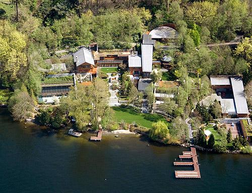 Ngôi biệt thự 123 triệu USD của Bill Gates nằm trên một ngọn đồi nhìn ra hồ Washington Lake, thành phố Medina, tiểu bang Washington (Mỹ)