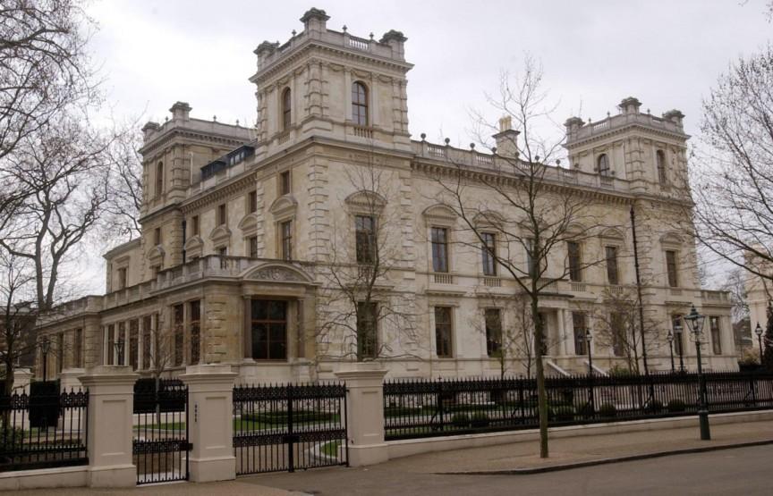 Kensington Palace Gardens, London, Vương quốc Anh. Ông trùm thép Lakshmi Mittal có tổng tài sản ước tính khoảng  16.5 tỷ USD chi 222 triệu USD cho viên ngọc này vào năm 2008. Là một người cha hào phóng, Mittal đã mua một ngôi nhà cho con trai mình từ Noam Gottesman, một tỷ phú nổi tiếng quỹ phòng hộ.