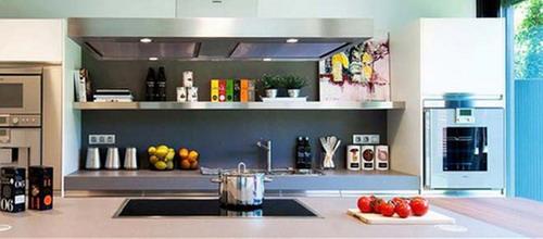 Gian bếp được bài trí bắt mắt, hiện đại