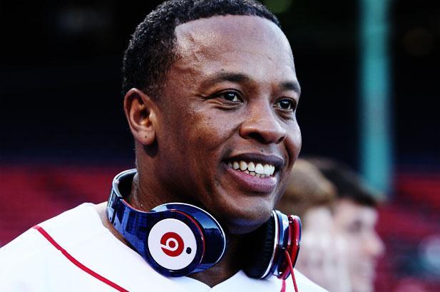 """Dr. Dre đã trở thành một nhân viên của Apple sau khi xây dựng thương hiệu riêng của mình Beats by Dre thành một """"đế chế tai nghe""""."""