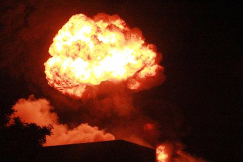 Công tác chữa cháy tại công ty Sakata gặp khó khăn vì có nhiều hóa cháy nổ tại hiện trường