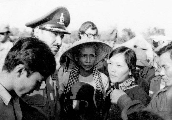 Biên tập viên Hương Tuấn Vũ của Đài Giải phóng đã phỏng vấn bà Võ Thị Thắng khi bà vừa được thả tại sân bay Lộc Ninh