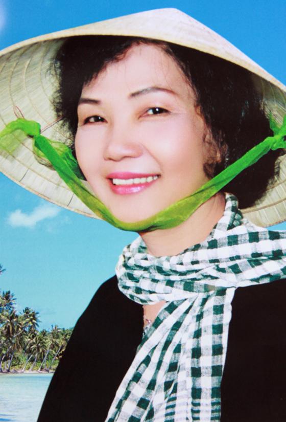 """Vào lúc 8h15 phút sáng 22/8, bà Võ Thị Thắng, người phụ nữ trong bức ảnh """"Nụ cười chiến thắng"""" nổi tiếng, sau một thời gian lâm bệnh nặng đã qua đời, hưởng thọ 69 tuổi"""