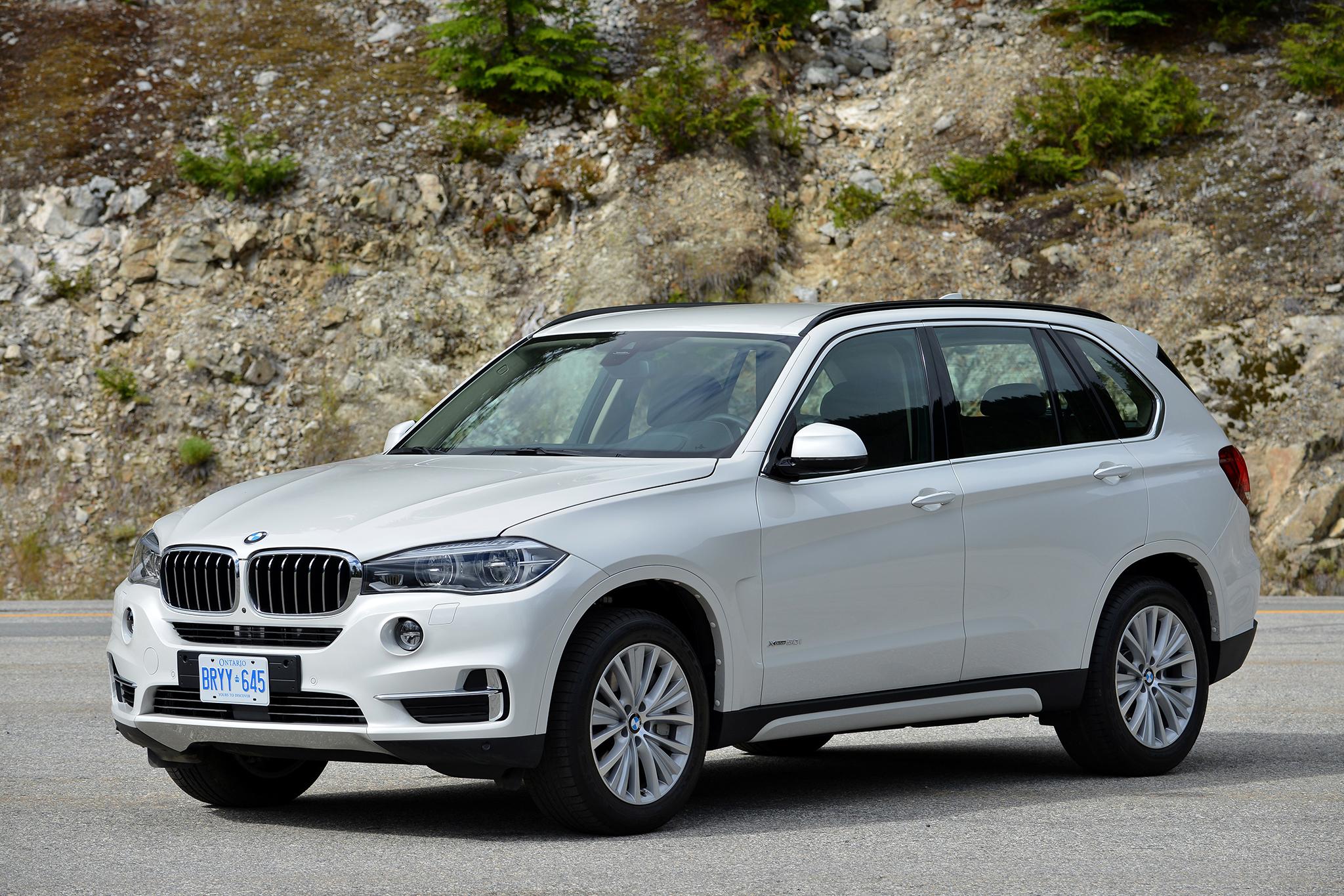 Hình ảnh BMW X7 đời tiền nhiệm khỏe khoắn, mạnh mẽ