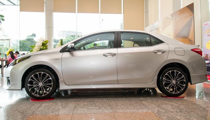 Altis 2015 là mẫu ô tô giá rẻ với cả 3 phiên bản đều có cảm biến đỗ xe