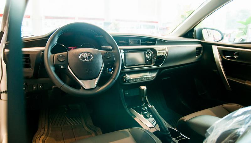 Với nhiều đổi mới về nội thất, Altis 2015 là mẫu ô tô giá rẻ được nhiều người quan tâm