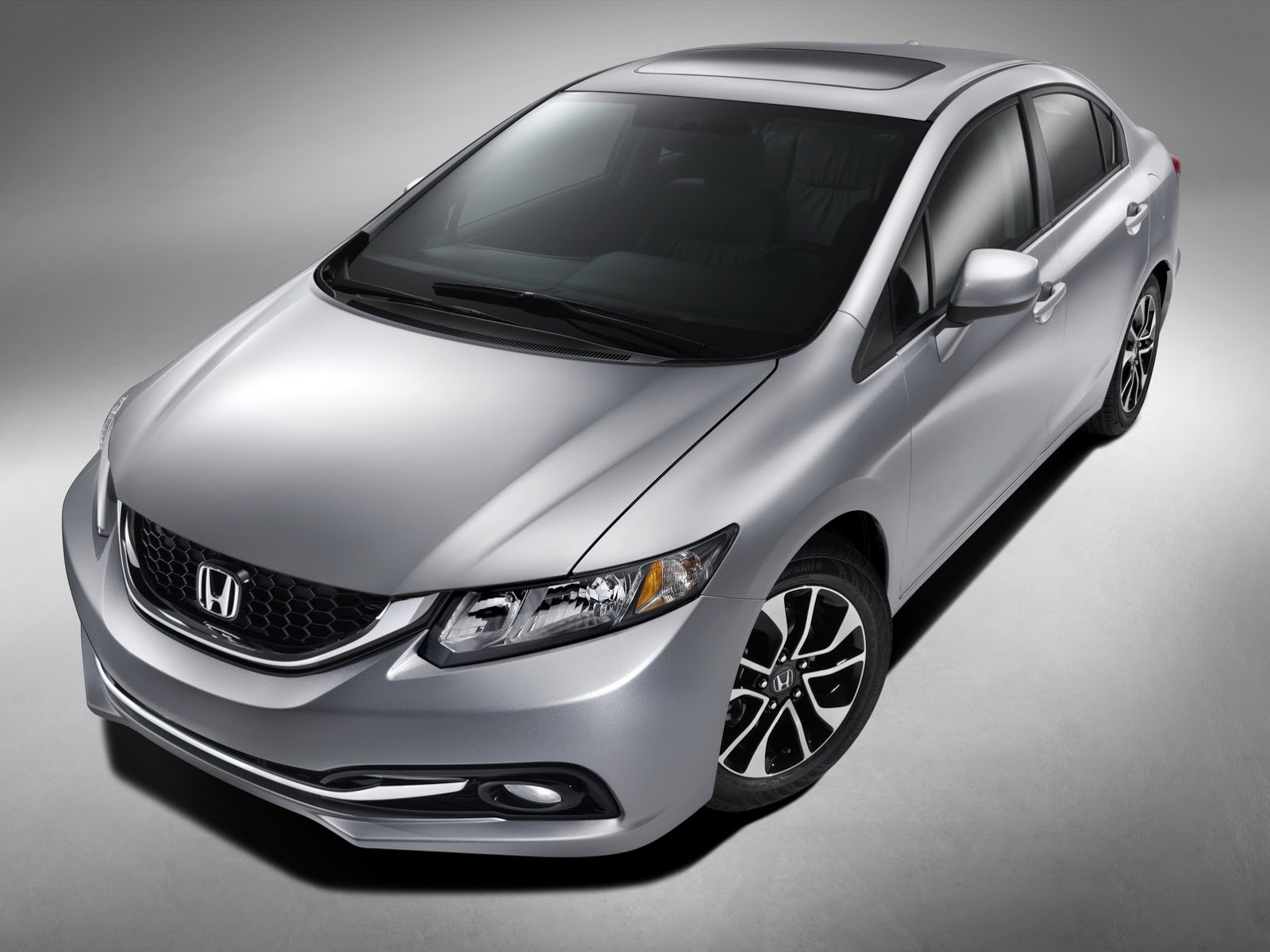 Honda Civic 2013 là một trong những mẫu ô tô giá rẻ, chất lượng tốt cho nhân viên văn phòng