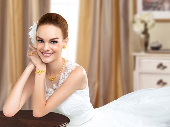 Cô dâu sẽ trở nên nổi bật và đằm thắm hơn với những món đồ trang sức bằng vàng
