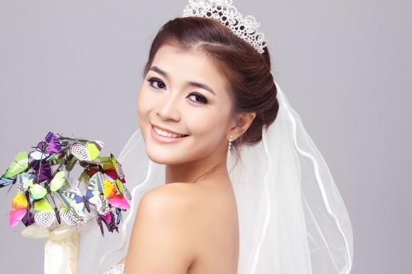 Từ trước đến nay, vương miện vẫn là một phụ kiện cô dâu chưa bao giờ lỗi mốt