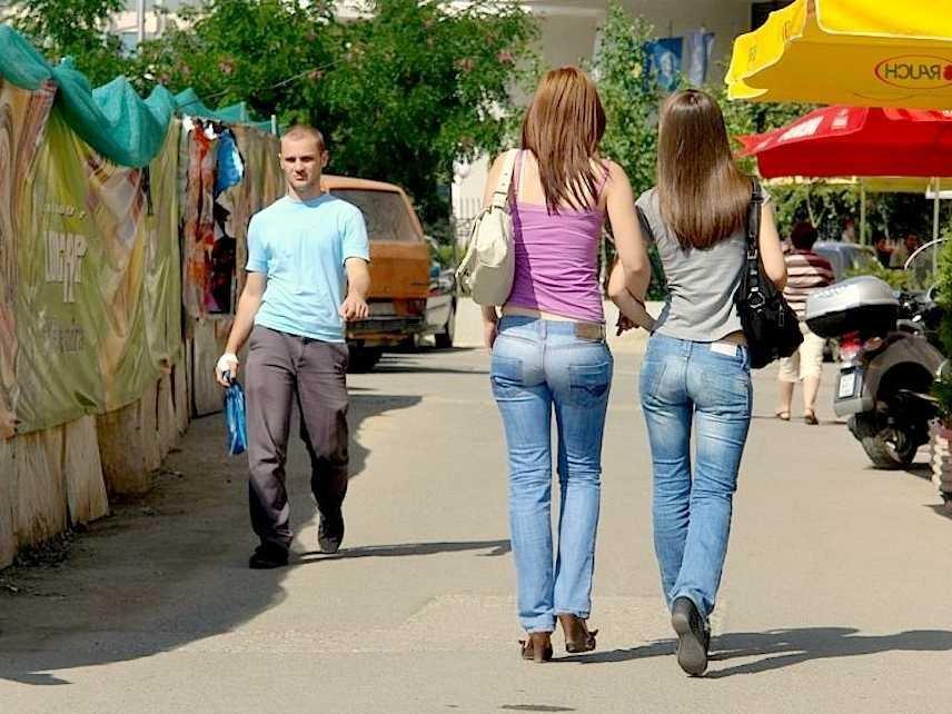 Phụ nữ được khuyến cáo không nên mua iPhone 6 hay iPhone 6 Plus vì không phù hợp với túi quần jean của họ