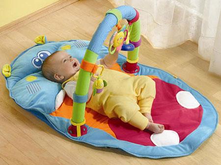 Quà 1/6 cho bé từ 0 đến 6 tháng tuổi thường là đồ chơi dễ thương, ngộ nghĩnh