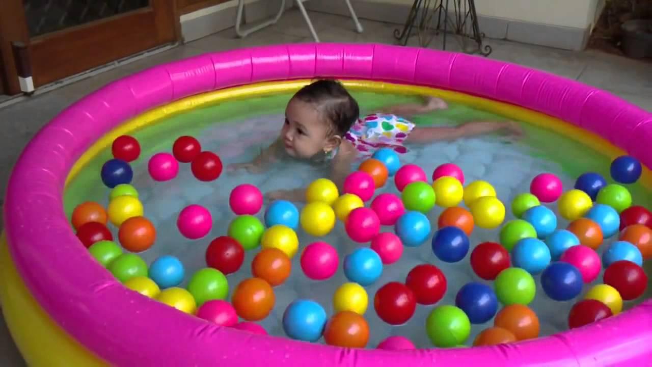 Chiếc bể bơi bơm hơi sẽ là một món quà 1/6 tuyệt vời cho bé