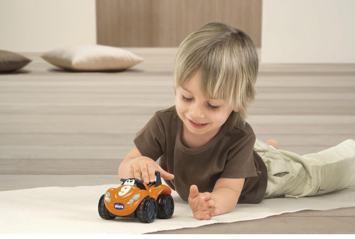 Quà 1/6 cho bé trai là những đồ chơi điều khiển sẽ khiến các bé vô cùng thích thú