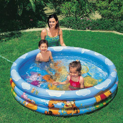 Bể bơi bơm hơi tại nhà sẽ là món quà thích hợp với bé trong mùa hè
