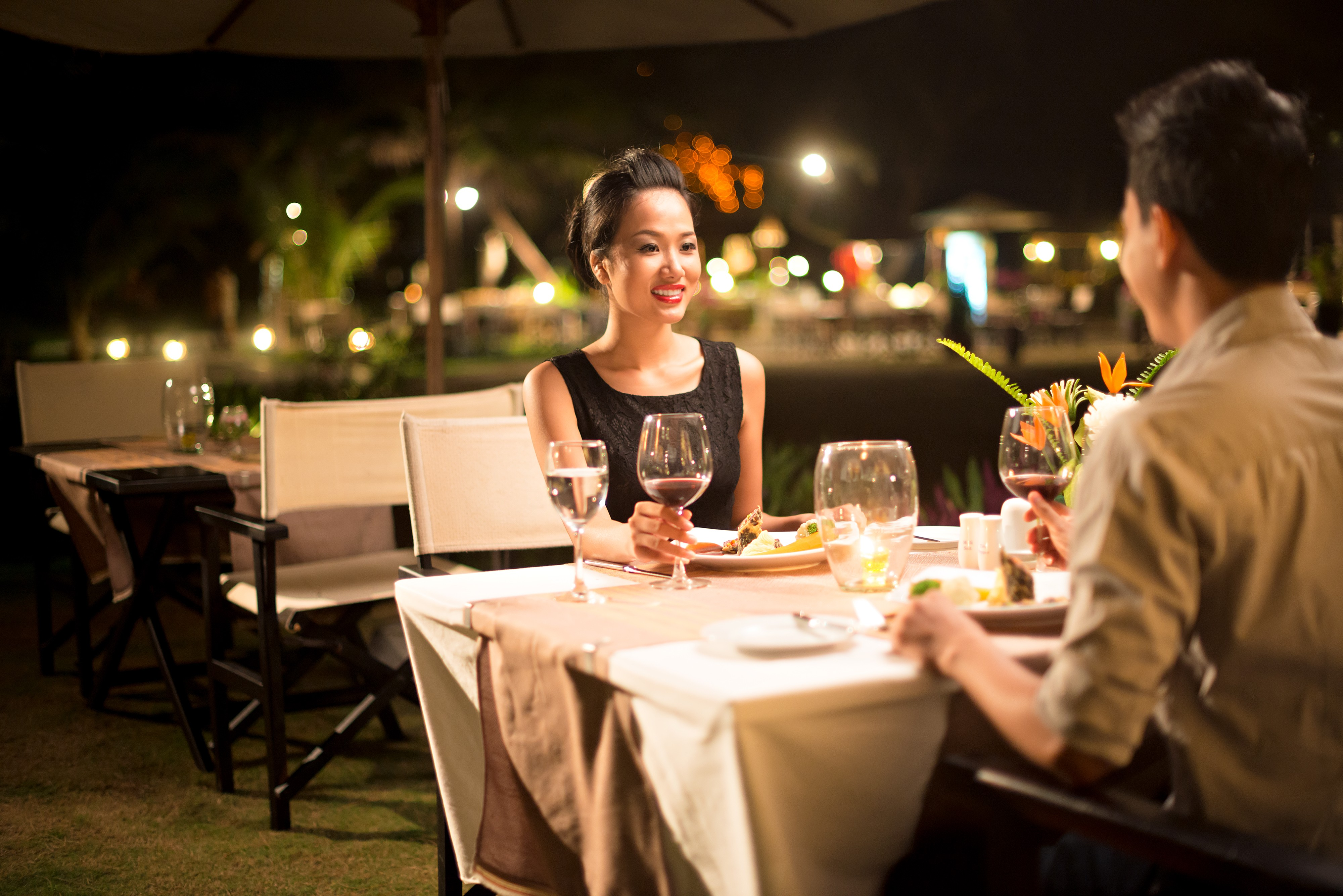 Một bữa tối lãng mạn là món quà tặng Valentine ý nghĩa nhất cho chồng