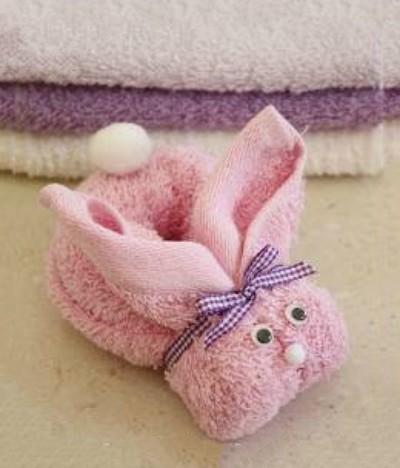 Thỏ bông từ khăn tay là món đồ chơi Trung thu tự làm ý nghĩa cho bé