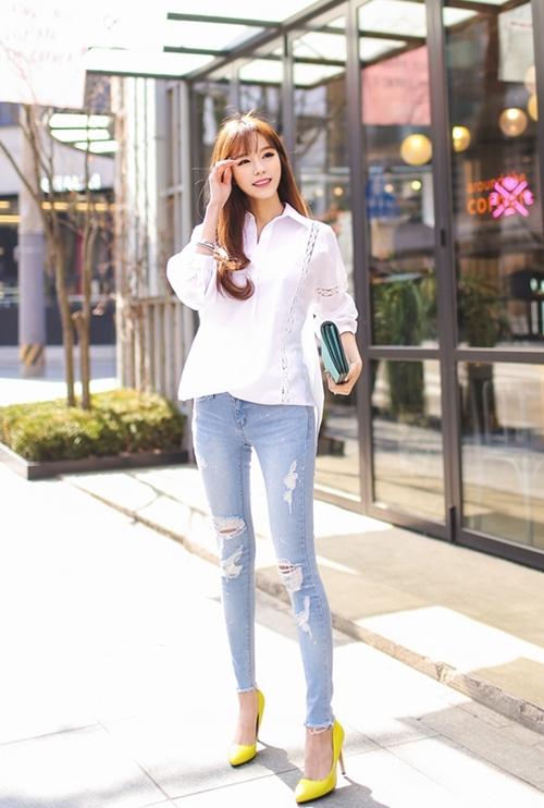 Quần jean là một món đồ dễ mặc không thể thiếu trong tủ đồ của bạn gái