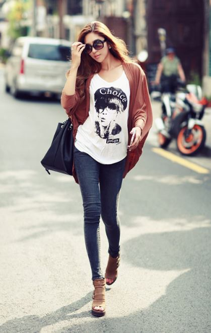 Thời tiết chuyển thu, các nàng có thể mặc quần jean kết hợp áo cardigan hợp mốt