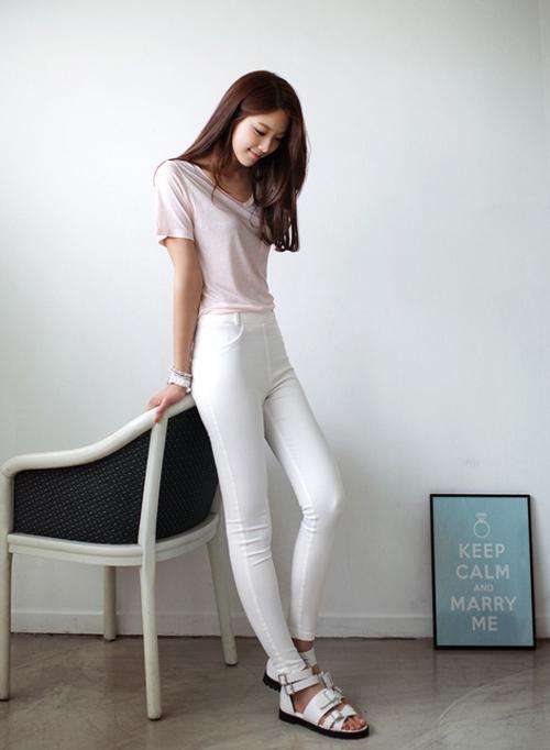 Nếu không biết mặc quần jeans trắng khéo léo các nàng sẽ dễ thành