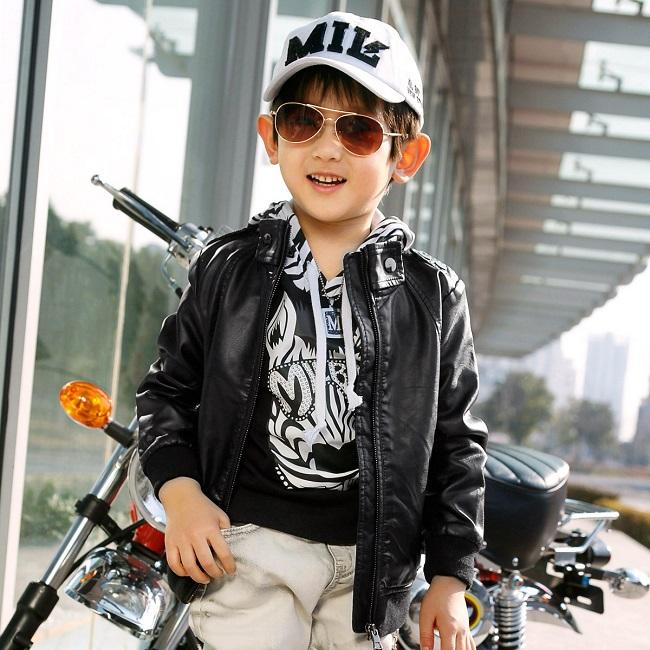 Xu hướng quần áo mùa đông 2014 cho bé trai nổi bật với áo da