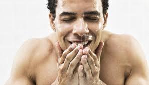 Rửa mặt trước khi đi ngủ