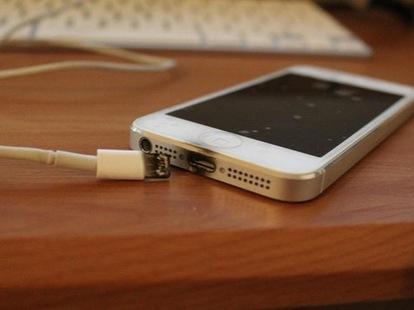 Sạc pin điện thoại giá rẻ tiềm ẩn nguy cơ cháy nổ cao