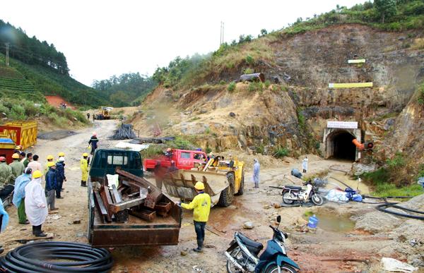 Sập hầm thủy điện Đa Dâng: 12 người mắc kẹt trong hầm còn sống