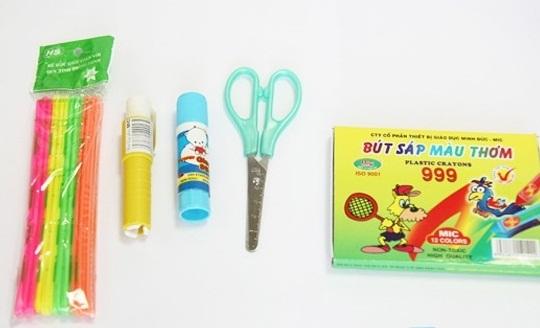 Bút tô m� u, kéo, keo dính,... cho môn mỹ thuật của các bé cấp 1