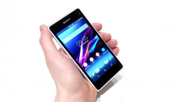 Sony Xperia Z1 mini Compact là một mẫu smartphone giá rẻ, có chứng nhận chống nước bụi đạt chuẩn IP58