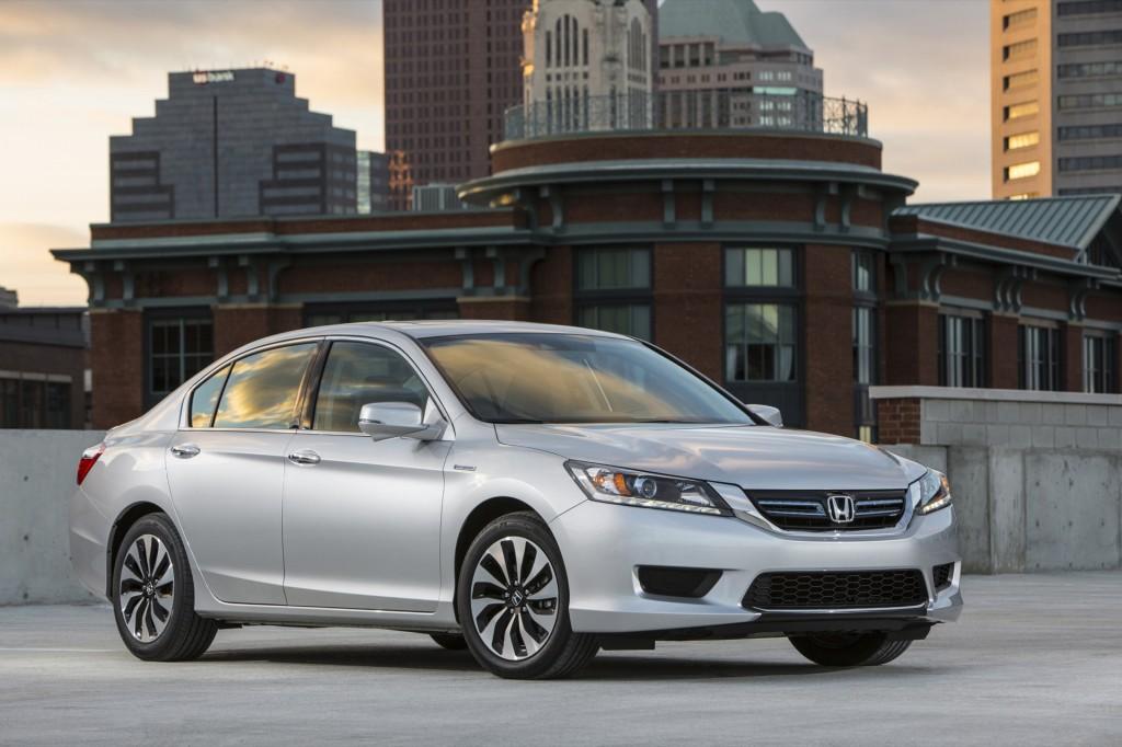Khi so sánh ô tô Honda Accord và Mazda6 2015 đều là những tên tuổi sáng giá trong phân khúc