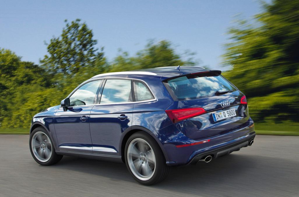 Q5 gồm nhiều tùy chọn động cơ xăng hoặc Diesel