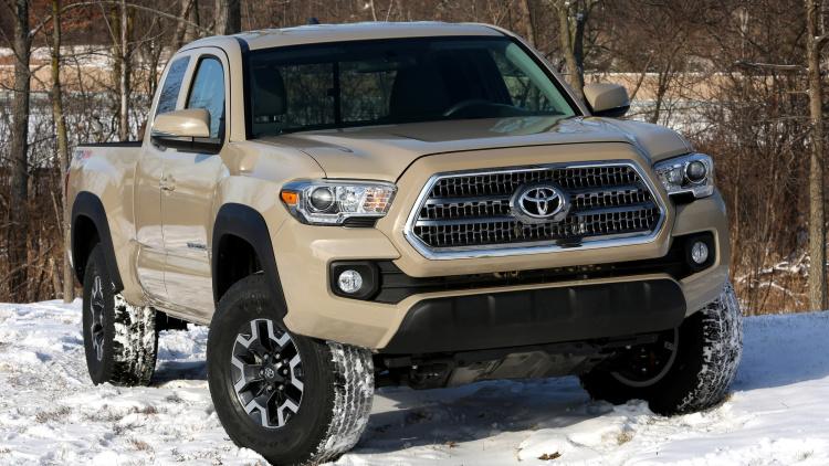 Toyota Tacoma 2016 sở hữu thiết kế mang tính tiến hóa cùng nhiều chi tiết tương đồng với người anh em 4Runner