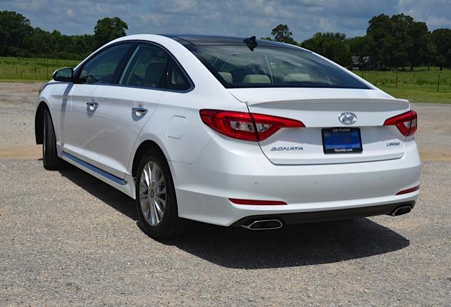 Hyundai Sonata cung cấp ba tùy chọn động cơ.