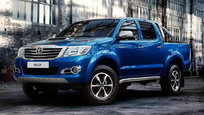 Toyota Hilux 2015 có ngoại quan khá bắt mắt, mang phong cách thể thao hiện đại