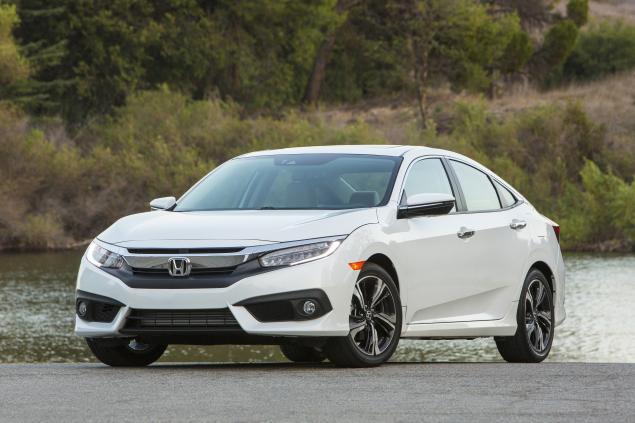 khi so sánh ô tô Honda Civic 2016 và Honda Accord 2016 đều là những tên tuổi sáng giá
