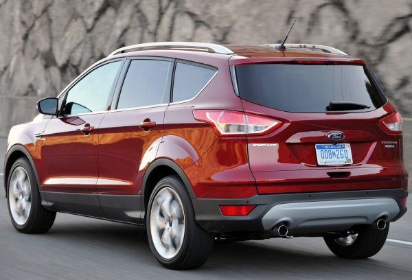 Nội thất xe Ford tương đối trang nhã với vật liệu cao cấp hơn