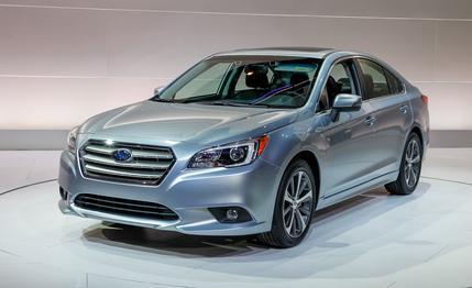 Subaru Legacy 2015 được đánh giá là rất đẹp và hiện đại