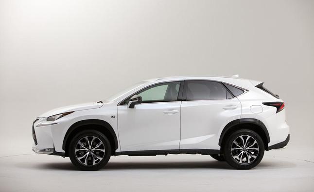 Mức tiêu thụ nhiên liệu mà Lexus thông báo là 4,33 lít/100 km