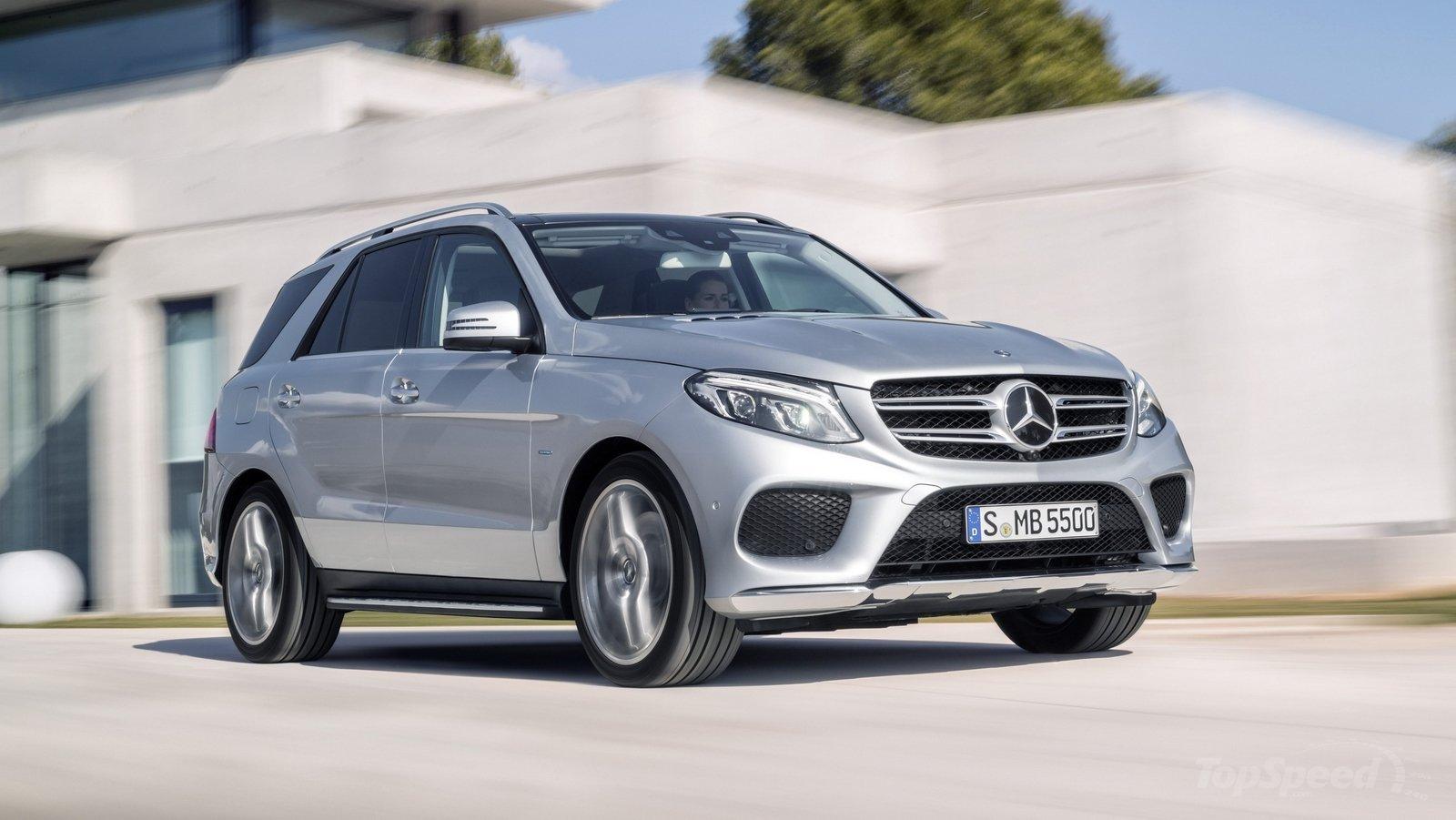 Động cơ của Mercedes-Benz GLE 2016 ấn tượng không kém đối thủ