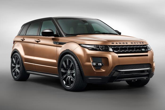 Ngoại hình Range Rover Evoque nổi bật với những đường gân dập nổi trên nắp ca-pô và hai bên thân xe