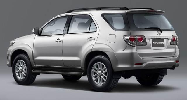 Toyota Fortuner 2015 trang bị hộp số tự động 4 cấp cho phép tăng giảm số linh hoạt