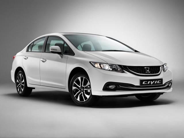 Honda Civic 2015 trở nên cuốn hút hơn bởi lưới tản nhiệt phía trước được thiết kế mới hoàn toàn